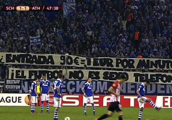 Les supporters de Shalke 04 critiquent le prix des places en Europa League
