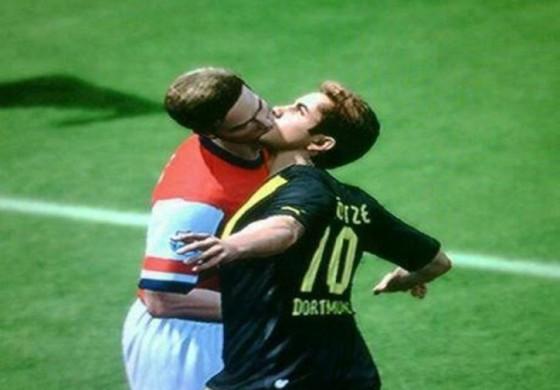 Les bugs de FIFA 13 qui rendent le jeu si attachant