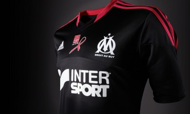 "Maillot rose ""Ligue contre le cancer"" de l'Olympique de Marseille"