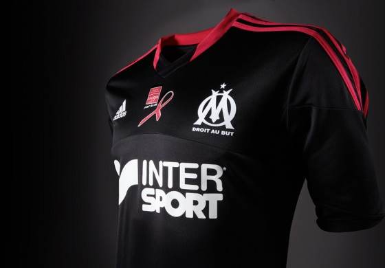 Maillot rose « Ligue contre le cancer » de l'Olympique de Marseille