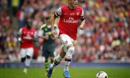 Mesut Özil jongle avec son chewing-gum