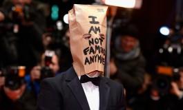 Shia LaBeouf parodie Eric Cantona et ses mouettes