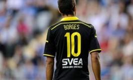 Celso Borges emprunte le maillot d'un supporter pour jouer