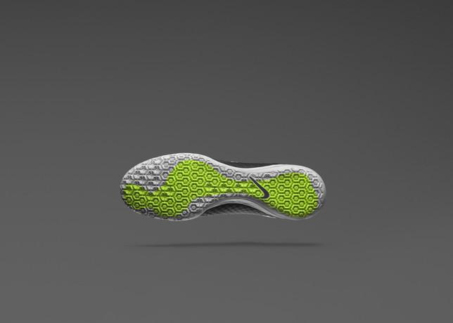 484b076778cad Nike lance une paire de chaussures spéciale pour le foot a 5