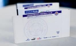 Leicester lui offre un abonnement en l'honneur de sa défunte femme