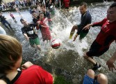 """Football in the river"", la tradition anglaise du football aquatique"