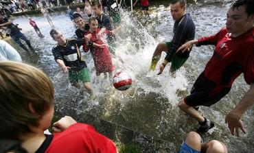 """Football in the river"", la tradition anglaise du football aquatique"