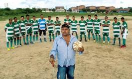 L'entraîneur brésilien aux 5 titres de champion... malgré sa cécité
