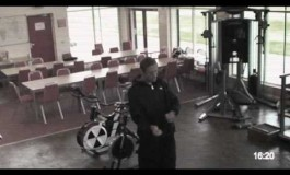 Peter Crouch se fait piéger par une caméra de sécurité
