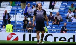 Rafael Van der Vaart jongle avec un chewing gum