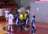 Serbie : un arbitre de futsal met un coup de tête au gardien
