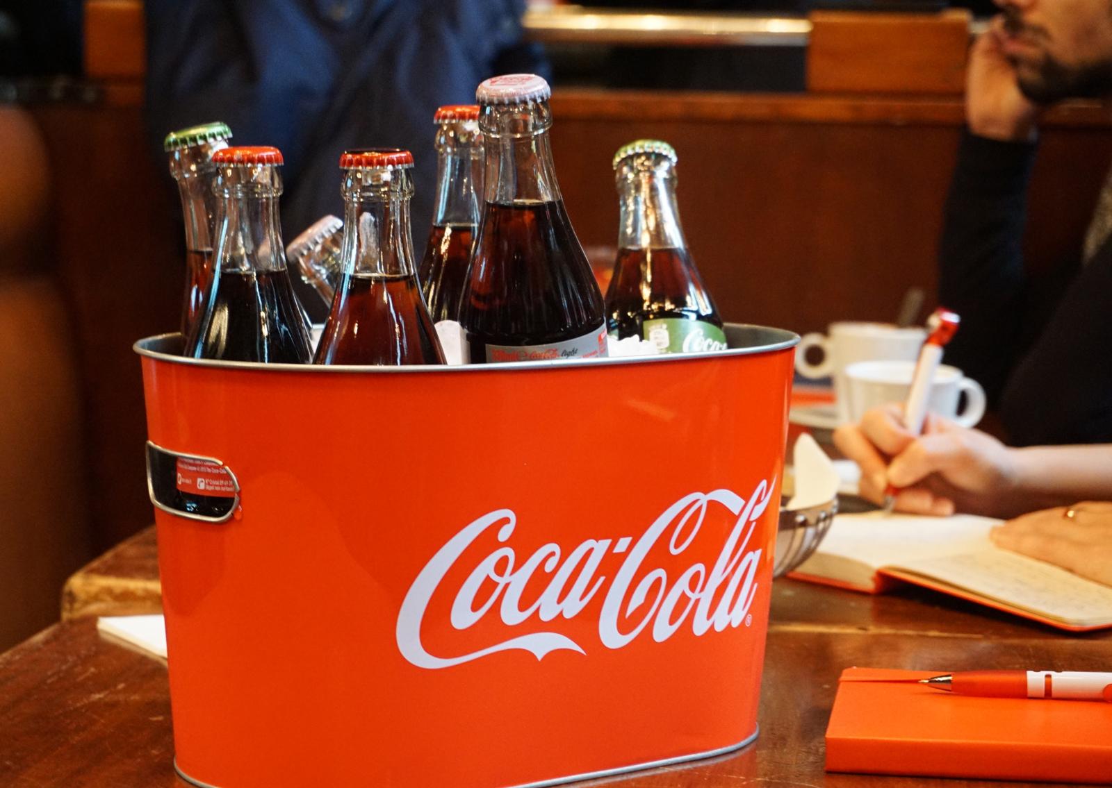 l impressionnant dispositif de coca cola pour l euro 2016. Black Bedroom Furniture Sets. Home Design Ideas