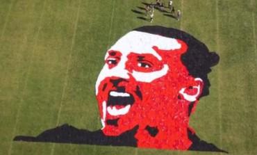 Un portrait géant de Zlatan à l'aide de 1200 maillots