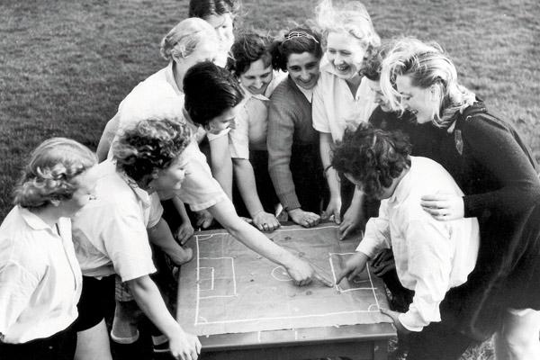 Dick Kerr's Ladies FC : les origines du football féminin