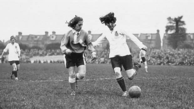 Dick Kerr's Ladies FC : les origines du football féminin