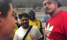 """A Paris, les fans d'Arsenal invitaient """"toutes les couleurs"""" dans le metro"""