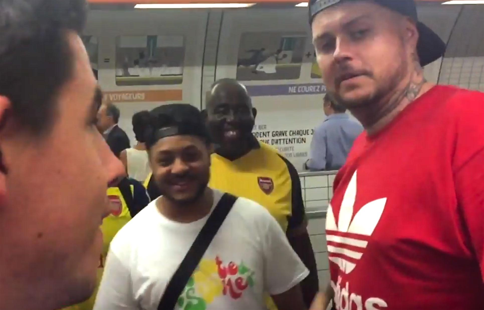 A Paris, les fans d'Arsenal invitaient «toutes les couleurs» dans le metro