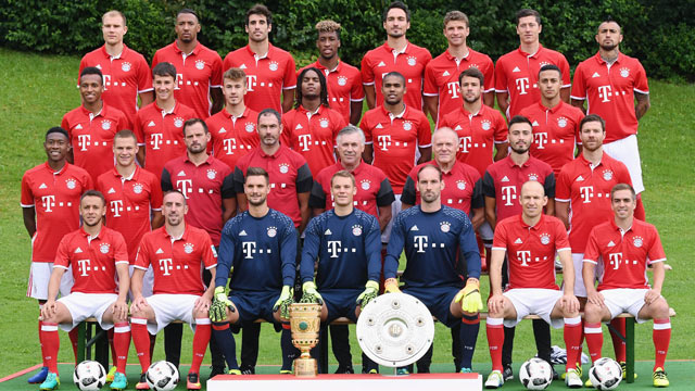 les joueurs du bayern munich se d guisent en joueurs de hambourg pour halloween. Black Bedroom Furniture Sets. Home Design Ideas