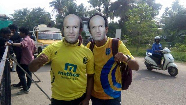 Des milliers de masques de Zidane pour se moquer de Materazzi en Inde