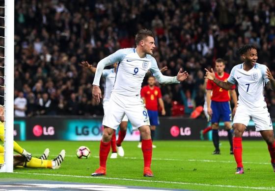 Vardy et l'Angleterre célèbrent un but avec un Mannequin Challenge