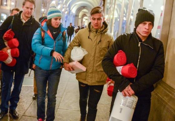 Dybala et Iturbe viennent en aide à des sans-abris