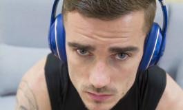 Pourquoi les joueurs de foot portent-ils toujours un casque audio avant les matchs ?