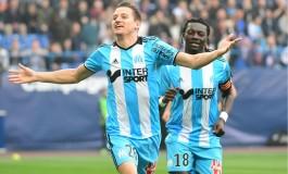 35e journée de Ligue 1 : Paris pète les plombs, Thauvin voit triple