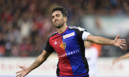 Le capitaine du FC Bâle fait ses adieux entouré des supporters