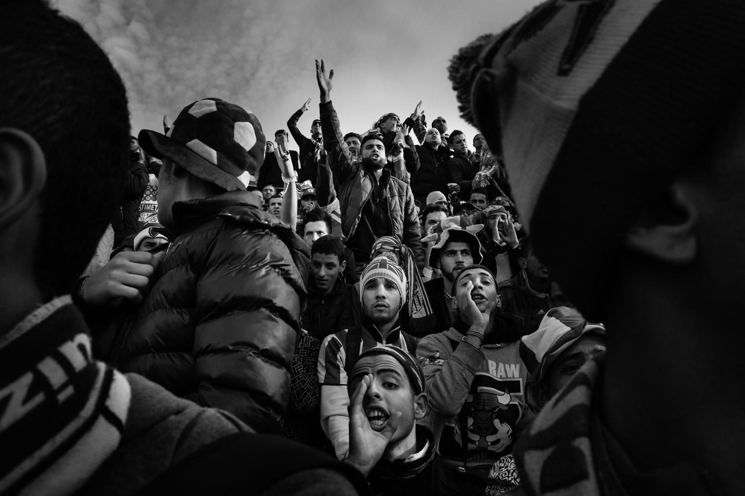 """Derby"", reportage photo social sur le football en Algérie"