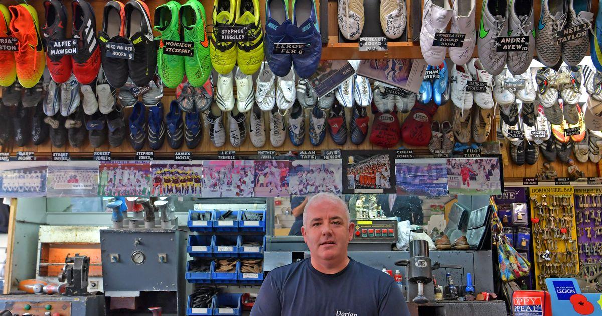 Jonathan Price, le cordonnier gallois aux 100 paires de chaussures de foot