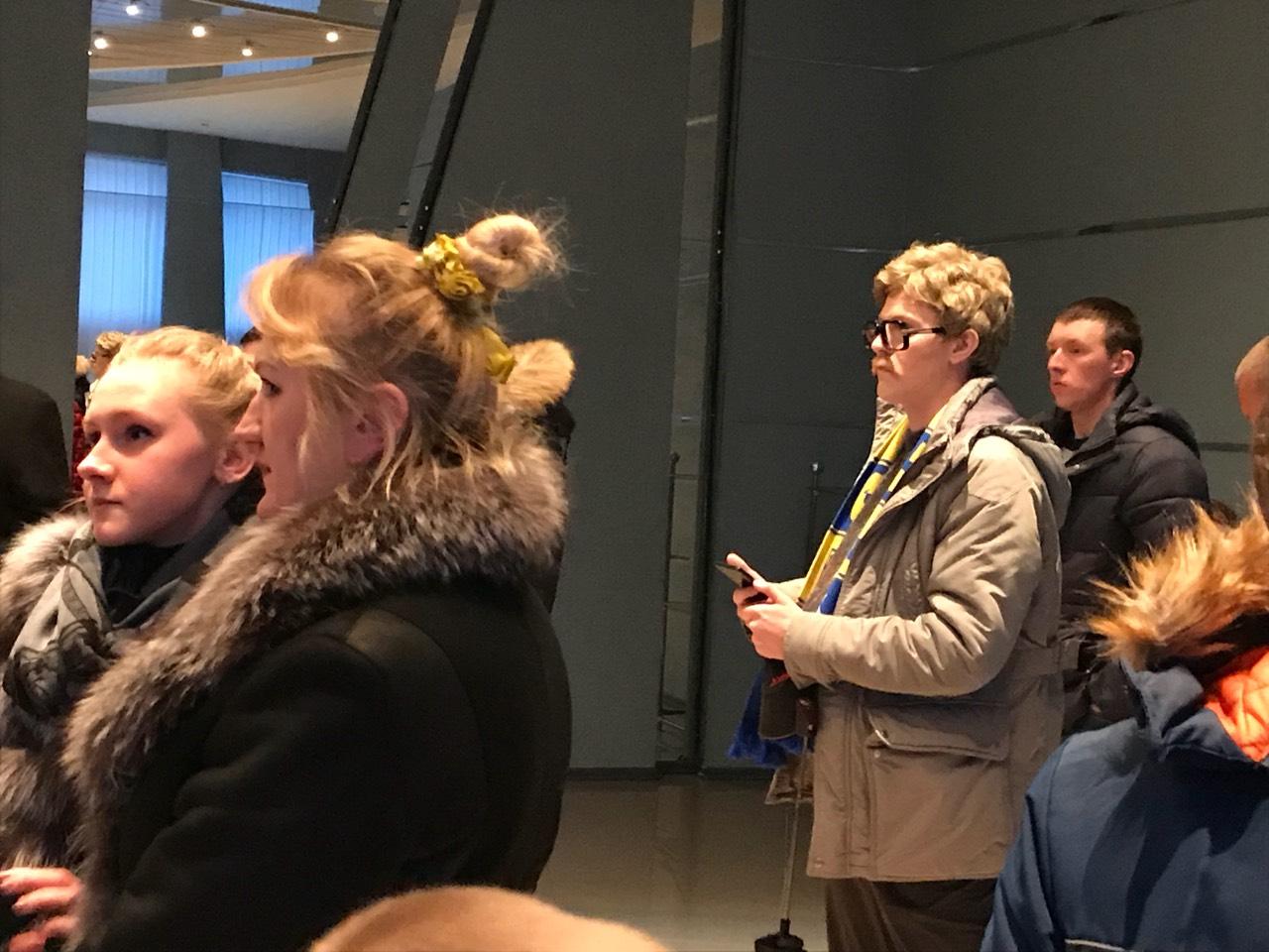 Un journaliste interdit par le BATE se déguise pour assister à une rencontre publique