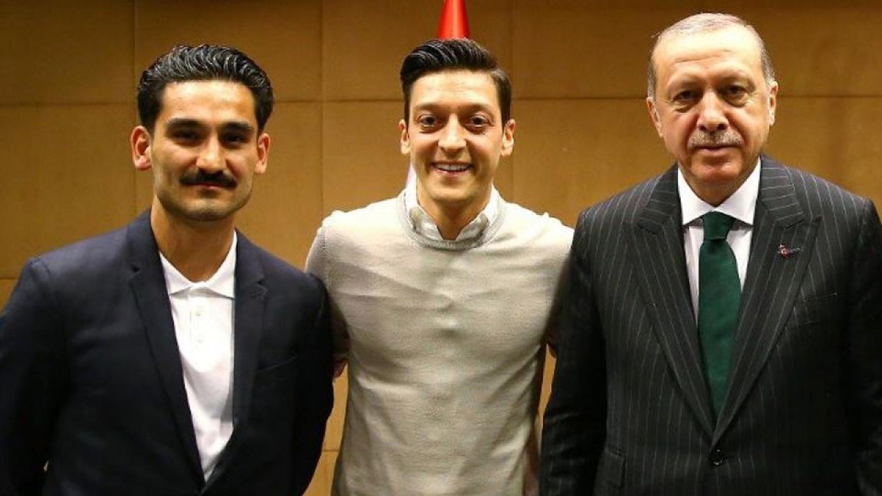 Özil et Gündogan, une photo qui fait tâche