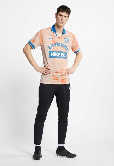 Nike lance son maillot rétro Nike FC