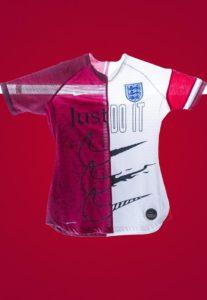 Tottenham Textiles et Nike remixent le maillot anglais
