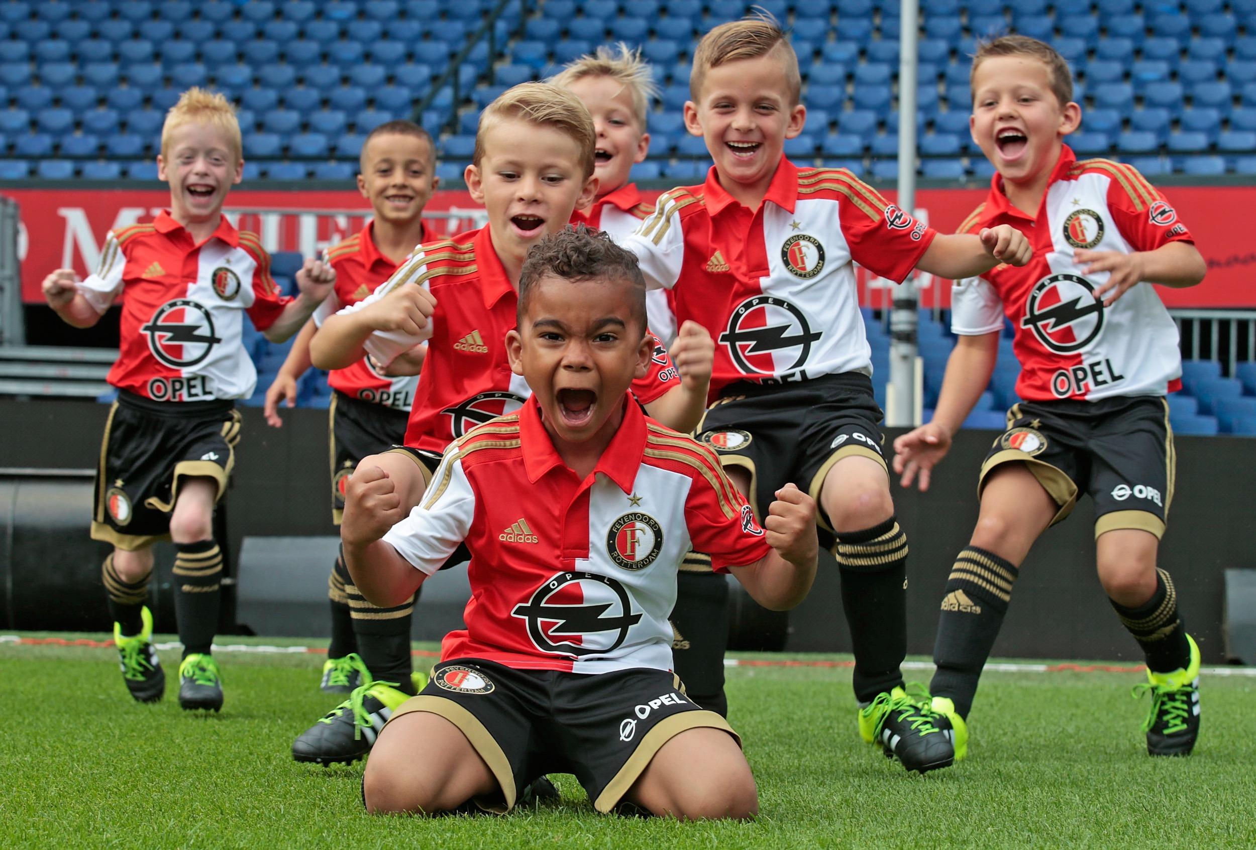 120 enfants affrontent l'équipe première du Feyenoord