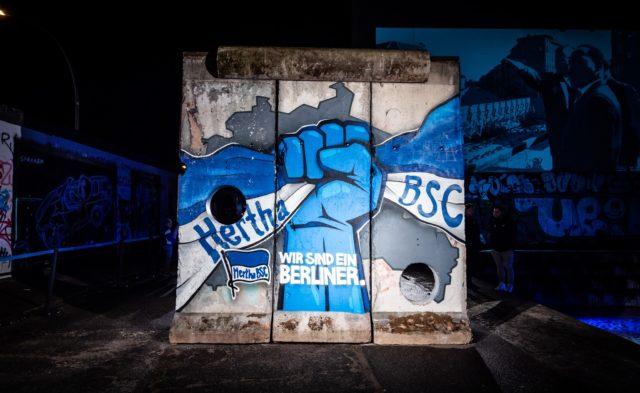 Le maillot inédit du Hertha Berlin pour célébrer les 30 ans de la chute du Mur de Berlin