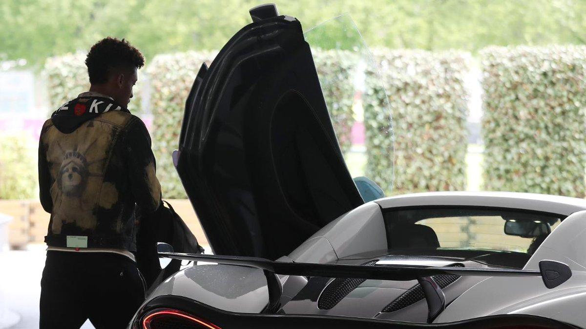 Ces clubs qui imposent des voitures à leurs joueurs