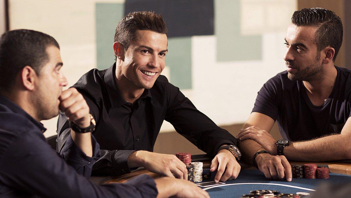 Joueurs de football qui aident les accros aux jeux de casino